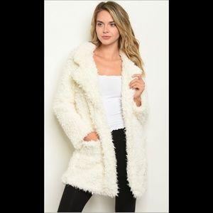 5⭐ Host Pick🎉 Ivory plush shaggy fur teddy coat